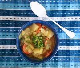 Sopa de Batata com Calabresa, Cachaça e Couve